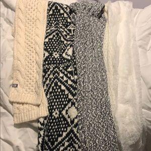 Bundle of scarfs!